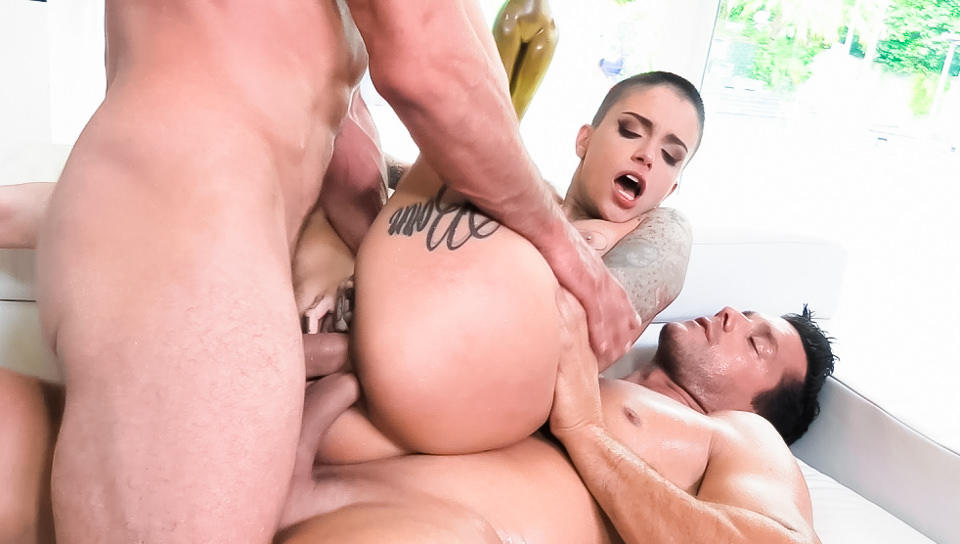 Leigh Raven in DP 3-Way: Split-Tongued Leigh Squirts!